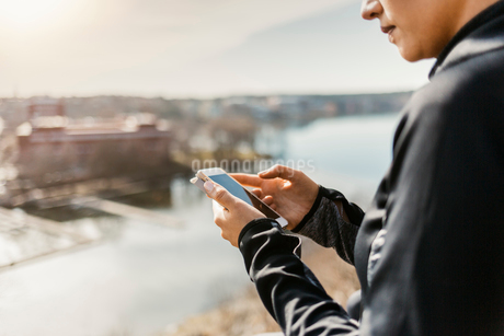 Woman with smart phone in Stockholm, Swedenの写真素材 [FYI02209670]