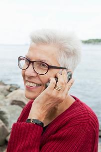 Sweden, Portrait of senior woman talking on smart phoneの写真素材 [FYI02209697]