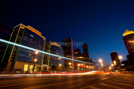 Night view of central business district, Beijingの写真素材 [FYI02209745]