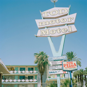 USA, Nevada, Las Vegas, Motel sign at Las Vegas Boulevardの写真素材 [FYI02209765]