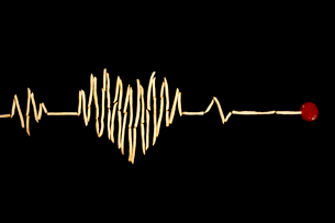 Creative electrocardiogram made of potato chips and ketchupの写真素材 [FYI02209785]