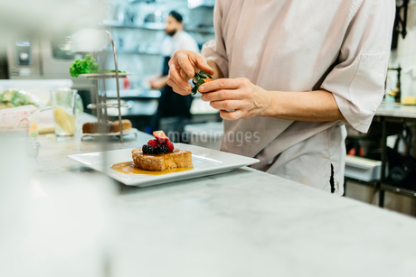 Chef at bakery in Swedenの写真素材 [FYI02209786]