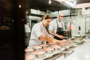 Chefs at bakery in Swedenの写真素材 [FYI02209805]