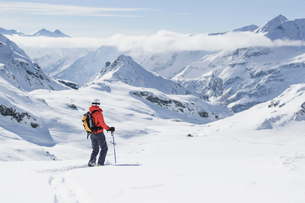 Skier on mountain in Piedmont, Italyの写真素材 [FYI02209836]