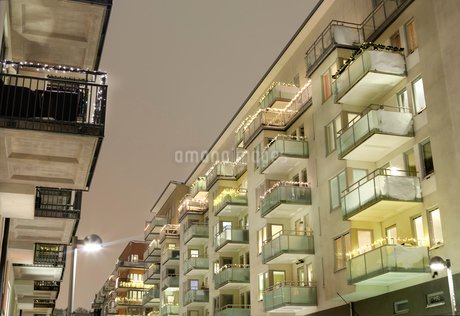 Apartment buildings in Sweden at nightの写真素材 [FYI02210012]