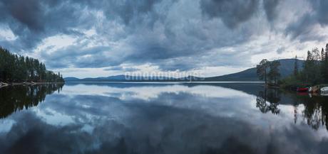 Lake in Jamtland, Swedenの写真素材 [FYI02210049]