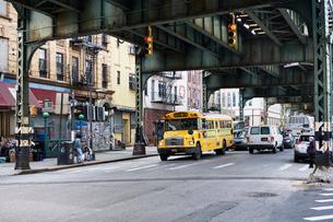 Yellow bus in Brooklyn, New Yorkの写真素材 [FYI02210090]