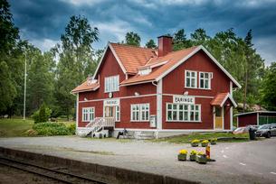 Red railway station in Faringe, Swedenの写真素材 [FYI02210285]