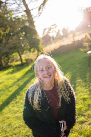 Portrait of girl in a field in Ornahusen, Swedenの写真素材 [FYI02210567]