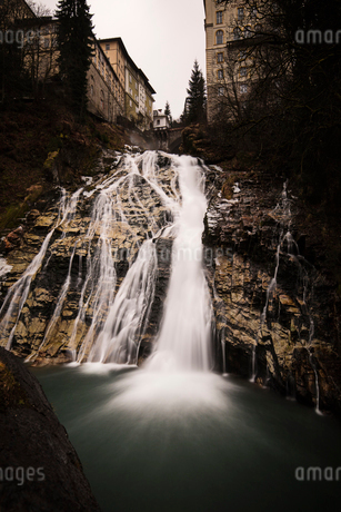 A waterfall in Austriaの写真素材 [FYI02210697]
