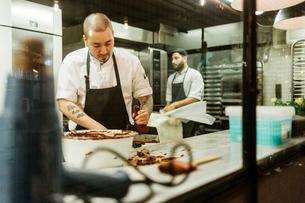 Chefs in kitchenの写真素材 [FYI02210858]