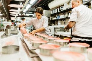 Chefs at bakery in Swedenの写真素材 [FYI02210869]