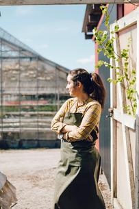 Portrait of garden centre workerの写真素材 [FYI02210902]