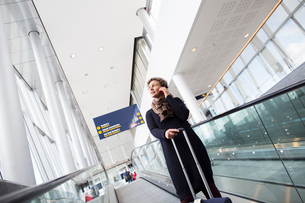 A woman talking on her cell phone in the Stockholm Arlanda Airportの写真素材 [FYI02210926]