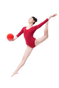 Female rhythmic gymnast performing with ballの写真素材 [FYI02210973]