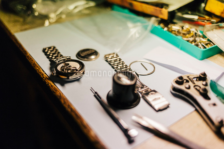Wristwatch parts on desk in Swedenの写真素材 [FYI02210993]