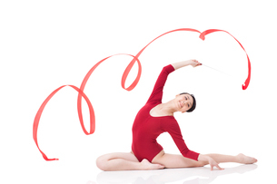 Female gymnast performing rhythmic gymnastics with ribbonの写真素材 [FYI02211028]