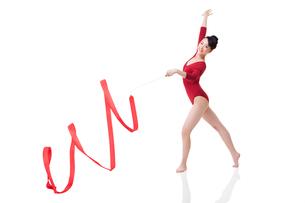 Female gymnast performing rhythmic gymnastics with ribbonの写真素材 [FYI02211091]