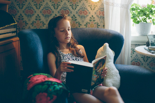 Sweden, Smaland, Mortfors, Portrait of reading girl (10-11)の写真素材 [FYI02211111]