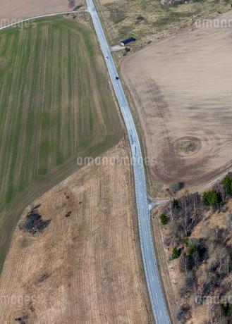 Aerial view of highway in Uppland, Swedenの写真素材 [FYI02211115]