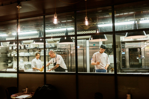 Chefs at bakery in Swedenの写真素材 [FYI02211194]
