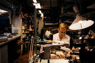 Man in leather workshopの写真素材 [FYI02211202]