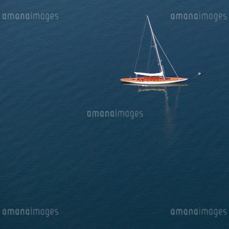 Boat on sea in Resaro, Swedenの写真素材 [FYI02211243]