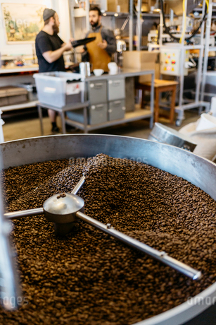 Coffee roasting machine in Swedenの写真素材 [FYI02211250]