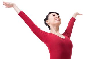 Female gymnast performing rhythmic gymnasticsの写真素材 [FYI02211270]