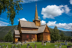 Lom Stave Church in Otta Valley in Norwayの写真素材 [FYI02211327]