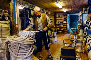 Rope maker in his shopの写真素材 [FYI02211333]