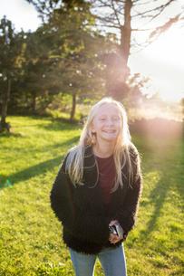 Portrait of girl in a field in Ornahusen, Swedenの写真素材 [FYI02211383]