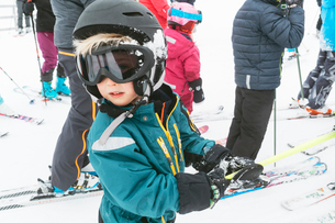 Boy wearing protective clothing during winterの写真素材 [FYI02211516]