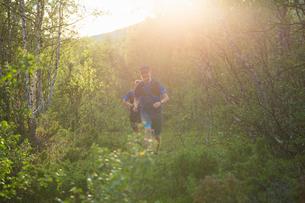Man jogging in Kungsleden, Swedenの写真素材 [FYI02211623]