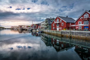 Harbor of Henningsvaer in Norwayの写真素材 [FYI02211655]
