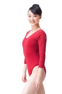 Portrait of female gymnast smilingの写真素材 [FYI02211949]
