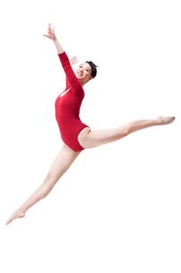 Female gymnast performing rhythmic gymnasticsの写真素材 [FYI02211971]