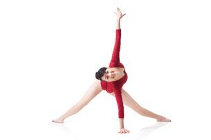 Female gymnast performing rhythmic gymnasticsの写真素材 [FYI02211992]