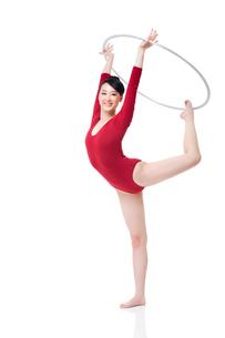 Female rhythmic gymnast performing with hoopの写真素材 [FYI02211994]