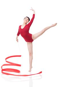 Female gymnast performing rhythmic gymnastics with ribbonの写真素材 [FYI02212061]