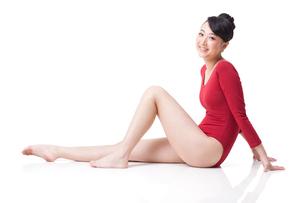 Portrait of female gymnast smilingの写真素材 [FYI02212138]