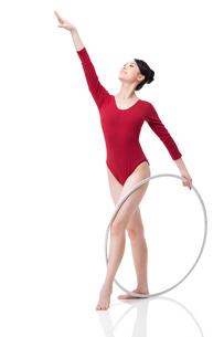 Female rhythmic gymnast performing with hoopの写真素材 [FYI02212156]