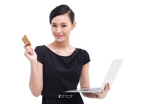 Cheerful businesswoman doing online shopping with laptop andの写真素材 [FYI02212428]