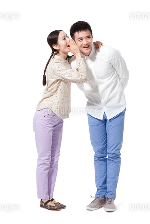 Cute retro couple whisperingの写真素材 [FYI02212632]