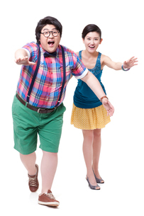 Funny fat man and girlfriend running forwardの写真素材 [FYI02212719]