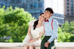 Sweet young Chinese couple datingの写真素材 [FYI02212953]