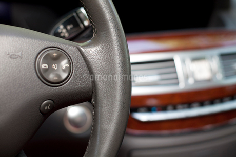 Steering wheel of carの写真素材 [FYI02213007]