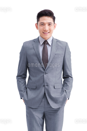 Confident young businessmanの写真素材 [FYI02213042]