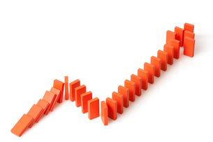 Ascending line graph formed by dominosの写真素材 [FYI02213125]