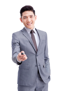 Young businessman with car keyの写真素材 [FYI02213140]